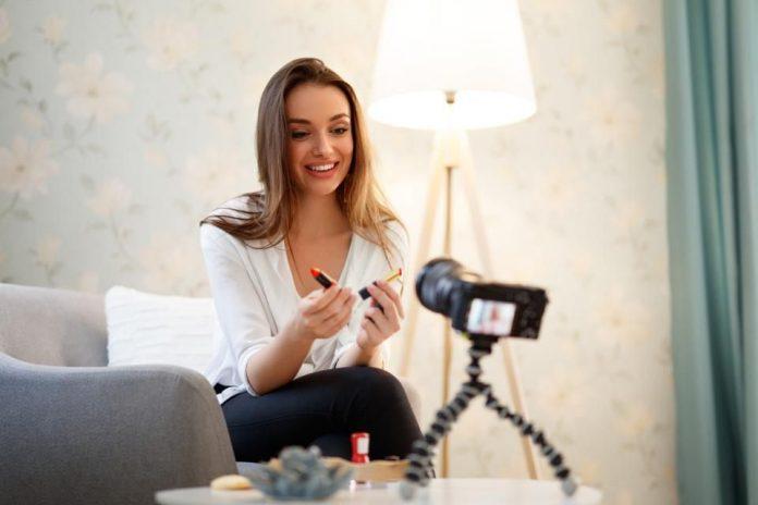 influencer collaborazione social media instagram post facebook online